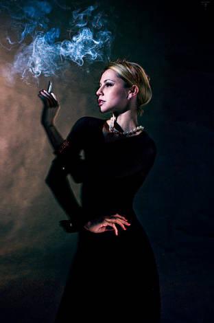 Stela Smoking