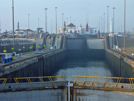 Panama Canal: Gatun Locks