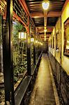 Narrow_hallway.jpg