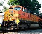 234880004_S_10-Cr_N8008s_35-70mm_Fu100_2Aug04_Engine-4045-u500c.JPG