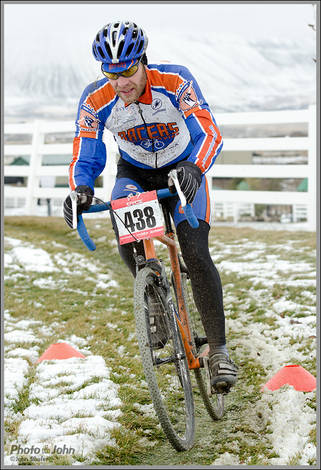 Cold, Snowy Cyclocross Race