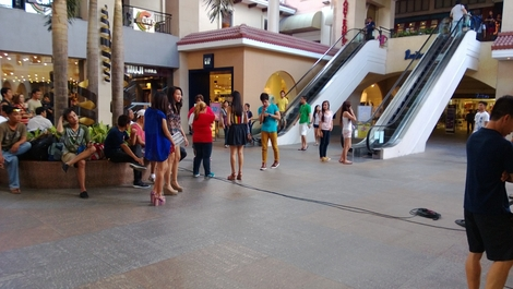 Nokia Lumia 920 shot - mall scene