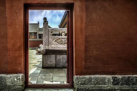 Doorway  view of the Tibet temple courtyard