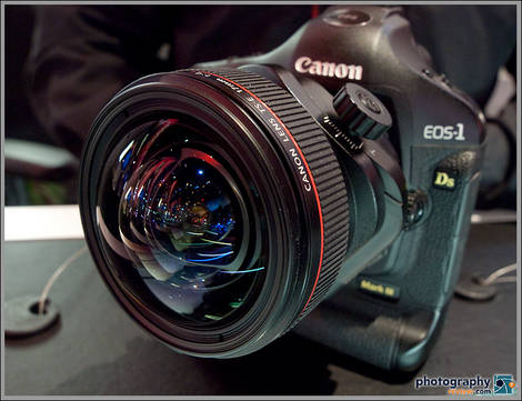 Canon TS-E 17mm Tilt-Shift Lens